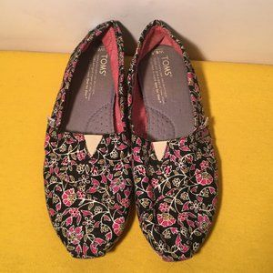 TOMS Slip On Shoes size 6.5